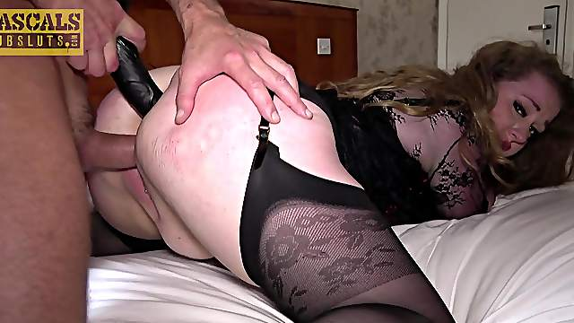 Brutal anal suits mature with intense pleasure