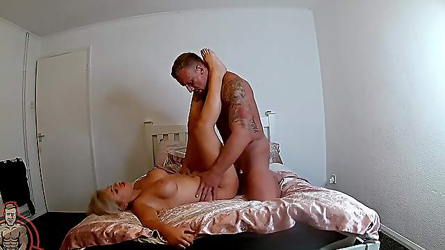 Curvy MILF filmed in homemade XXX hardcore scene