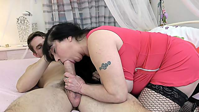 Tubby granny with big boobs scores with a younger, enthusiastic stud