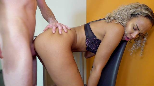 Ebony amateur screams with endless white cock hammering her