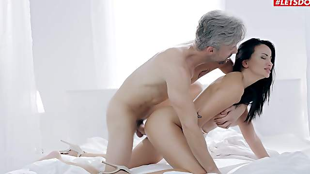Alyssia Kent's beautiful shaved pussy receives a workout
