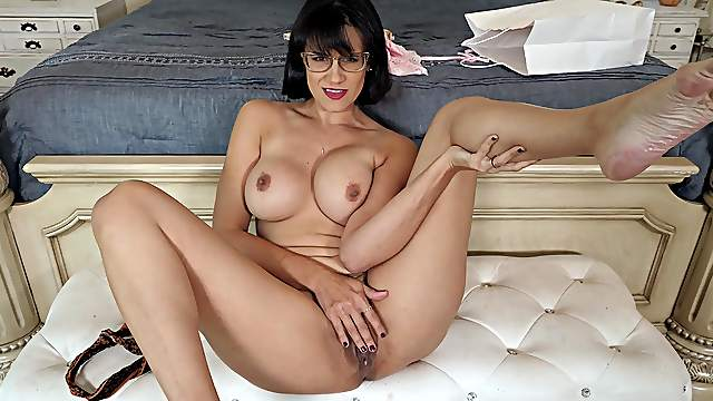 Excellent mommy porn in flaming home solo