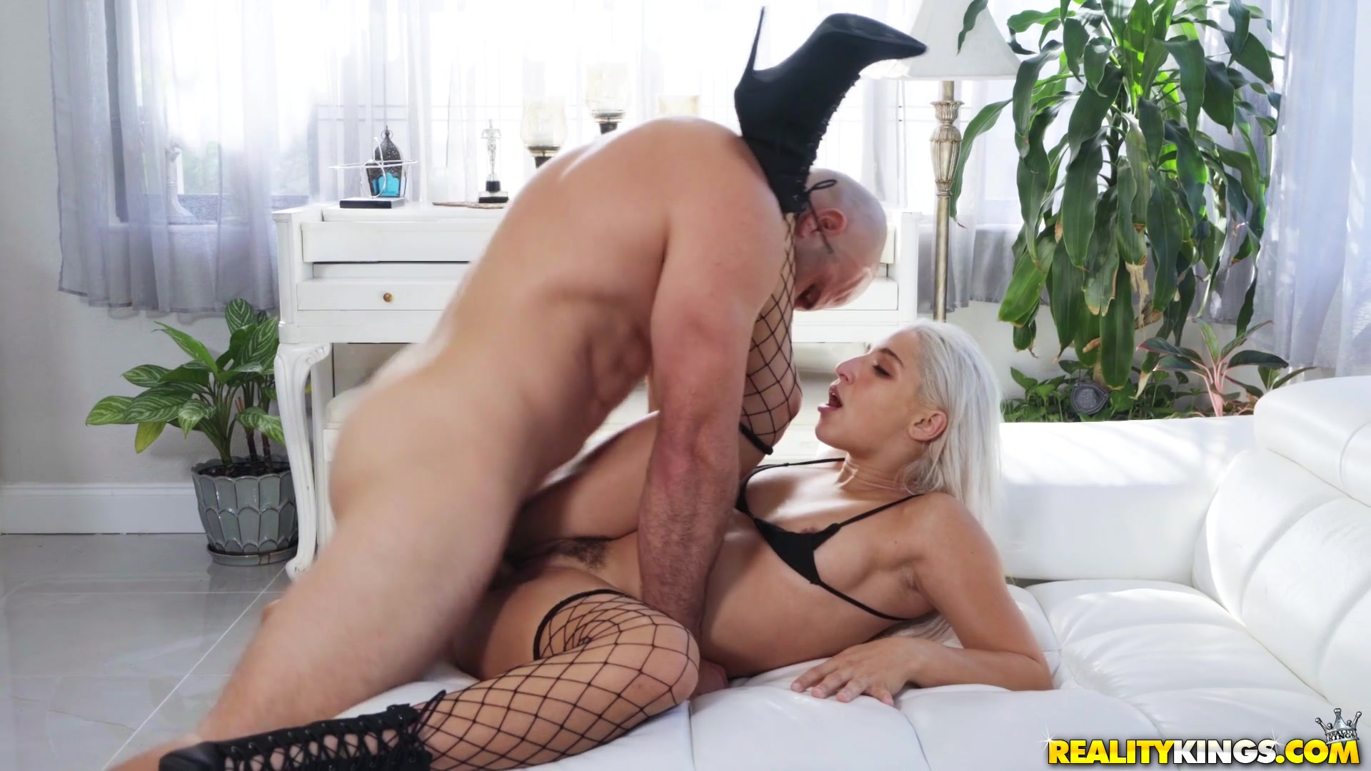 Hunk shows this perfect blonde mind blowing porn pleasures