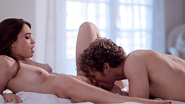 Full hard sex and oral seduction in amateur home scenes