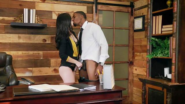The way this babe rides the BBC suits her boss very well
