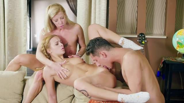 FFM threesome with Jenny Mason and Lara De Santis riding a big cock